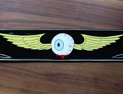 Custom Painting und Pinstriping mit Lack auf einem alten Nummernschild